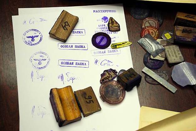 Образцы оттисков печатей, штампов и факсимиле, использовавшихся при изготовлениии подложных документов